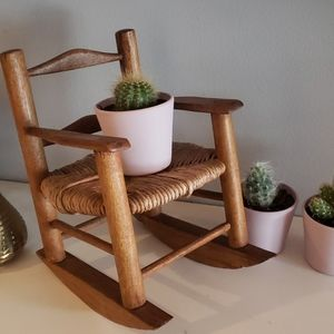 Wicker plant stand chair